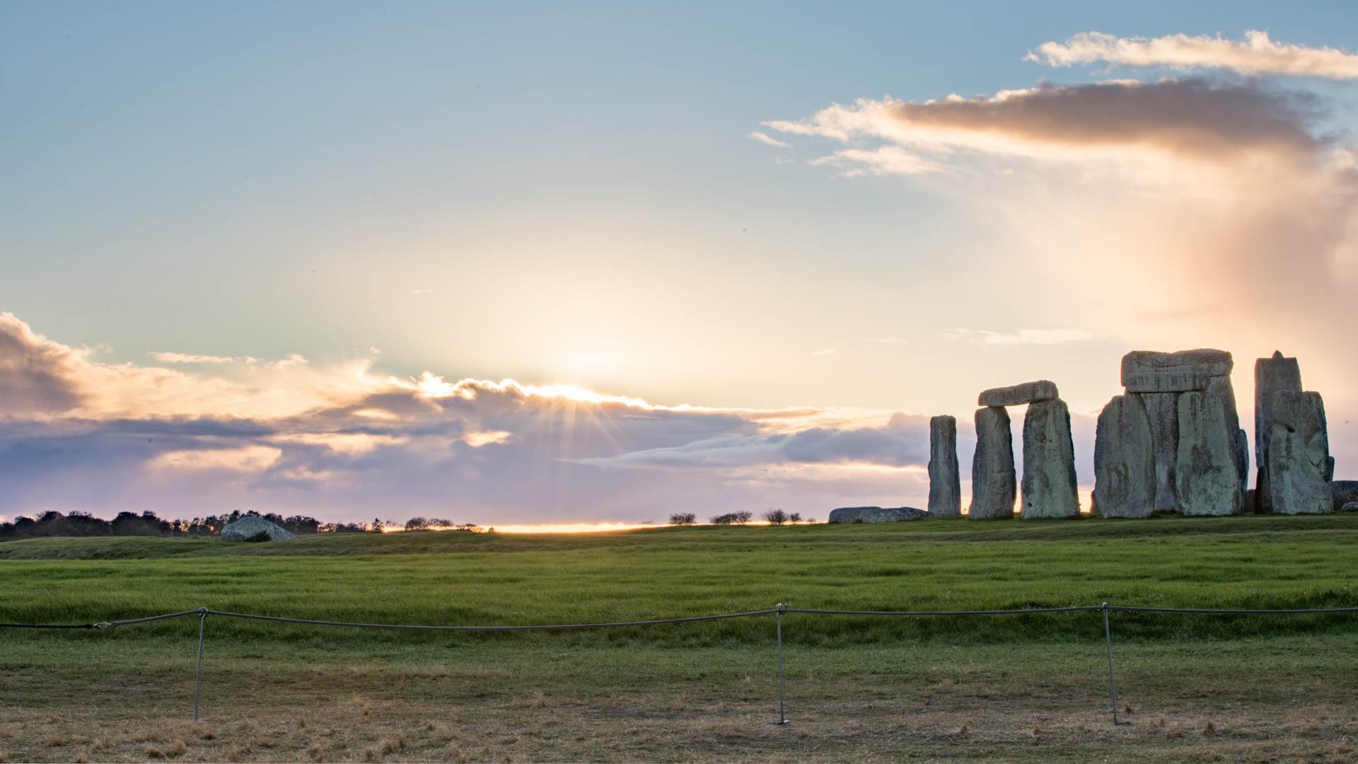 Sunset at Stonehenge free wallpaper